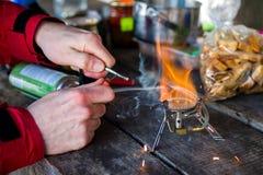 Cucinando su all'aperto Immagini Stock