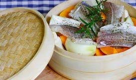 Cucinato cocendo a vapore i pesci Fotografia Stock