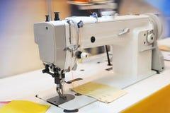 Cucire-macchina immagini stock