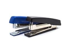 Cucitrici meccaniche blu e nere isolate Fotografia Stock Libera da Diritti