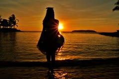 Cucoloris de uma menina na praia Imagem de Stock Royalty Free