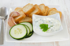 Cucumber dip in bowl. With toasts Royalty Free Stock Photos