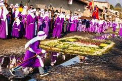 Cucuruchos dans le cortège de semaine sainte, Antigua, Guatemala Photos stock