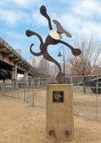 Cudacka metalu psa rzeźba, barkentyny Parkowa centrala, Głęboki Ellum, Teksas zdjęcia royalty free