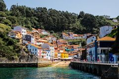 Cudillero, paesino di pescatori pittoresco, Asturie, Spagna fotografia stock libera da diritti