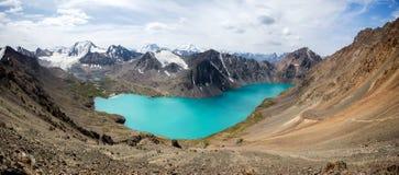 Cudowna panorama ałuny jeziorni w Kirgistan Zdjęcia Royalty Free