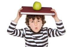cudownie jabłkowy dziecko głowy studiowania księgi Obrazy Royalty Free