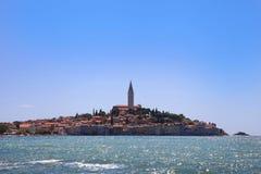 Cudowny Śródziemnomorski grodzki Rovinj, budowa na półwysepie, kroat Obrazy Stock