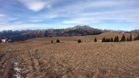 Cudowny krajobraz przy Monte Pora terenem Presolana pasmo górskie w zimy porze suchej i alps Włochy zbiory