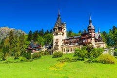 Cudowny ornamentacyjny ogród i królewski kasztel, Peles, Sinaia, Transylvania, Rumunia, Europa zdjęcia stock