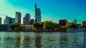 Cudowny widok brzeg rzeki Frankfurt Fotografia Royalty Free