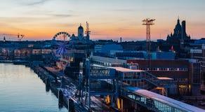 Cudowny wieczór pejzaż miejski Helsinki obraz stock