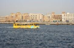 Cudu autobus - ziemnowodny autobus, Dubaj zatoczka, Dubaj, UAE Fotografia Stock