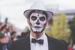 Cudzoziemski mężczyzna w catrina kostiumu Obrazy Royalty Free