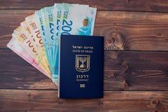 Cudzoziemski paszport na drewnianym stole zdjęcia stock