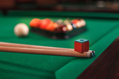 Cue and chalk on a pool table. Royalty Free Stock Images