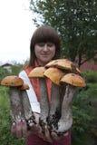 Cueillette de champignon de couche Photos stock