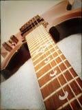 Cuello de la guitarra hacia cuerpo Fotografía de archivo