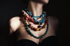 Cuello de las mujeres con joyería Imagen de archivo libre de regalías