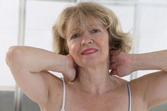 Cuello doloroso de la mujer Imagen de archivo