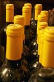 Cuellos encapsulados amarillo de la botella Fotografía de archivo