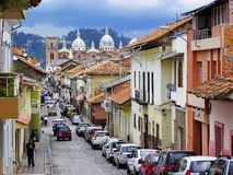 cuenca эквадор Улица Benigno Malo и новый собор стоковые изображения rf