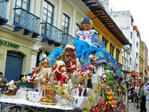 Cuenca, Ecuador Del Nino Viajero de Paseo del desfile Paseos de la mujer un coche fotografía de archivo libre de regalías
