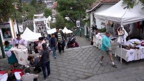 Cuenca, Ecuador - 20181003 - Cuenca Festival TimeLapse die van de Onafhankelijkheidsdag - neer aangezien de Mensen Lang het eruit stock video