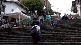 Cuenca, Ecuador - 20181003 - Cuenca Festival TimeLapse die van de Onafhankelijkheidsdag - omhoog aangezien de Mensen Lang het eru stock footage