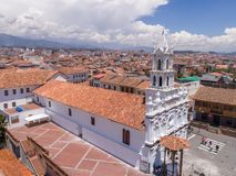 Cuenca Ecuador/November 3, 2017 - flyg- sikt av Todos Santos arkivfoton