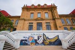 Cuenca, Equador - 22 de abril de 2015: Construção de Colegio Benigno como visto da vista exterior, do europeu muito contínuo e tí Fotos de Stock