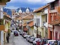 Cuenca, Equador Rua Benigno Malo e catedral nova imagens de stock royalty free