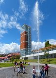 cuenca Equateur Tour et fontaine d'observation modernes en parc Freedomr de Libertad de parc photos stock
