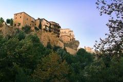 Cuenca hangende huizen stock fotografie