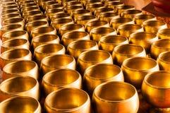Cuenco budista de las limosnas. Fotografía de archivo