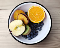 Cuenco con las frutas Fotografía de archivo libre de regalías