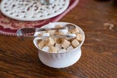 Cuenco de azúcar con las pinzas Foto de archivo