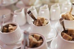 Cuenco de azúcar con refinado Imagen de archivo libre de regalías