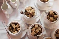 Cuenco de azúcar con refinado Foto de archivo libre de regalías
