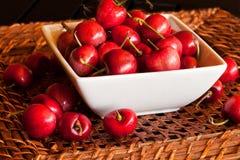 Cuenco de cerezas Foto de archivo libre de regalías