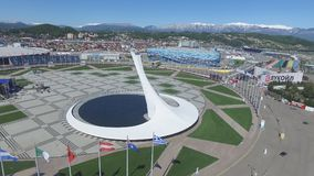 Cuenco de fuego olímpico de SOCHI, RUSIA Sochi en la antena del parque olímpico Cuenco de fuego olímpico de Sochi en el parque St Imagen de archivo libre de regalías
