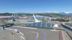 Cuenco de fuego olímpico de SOCHI, RUSIA Sochi en la antena del parque olímpico Cuenco de fuego olímpico de Sochi en el parque St Foto de archivo