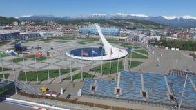 Cuenco de fuego olímpico de SOCHI, RUSIA Sochi en la antena del parque olímpico Cuenco de fuego olímpico de Sochi en el parque St Imágenes de archivo libres de regalías