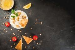 Cuenco de hummus Foto de archivo libre de regalías