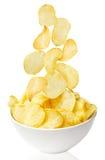 Cuenco de las patatas fritas aislado en blanco fotos de archivo libres de regalías