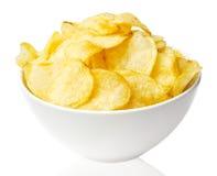 Cuenco de las patatas fritas aislado en blanco imágenes de archivo libres de regalías