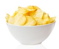 Cuenco de las patatas fritas aislado en un blanco fotos de archivo libres de regalías