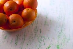 Cuenco de naranjas frescas Imagen de archivo libre de regalías