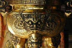 Cuenco de oro chino de la adoración Fotos de archivo libres de regalías