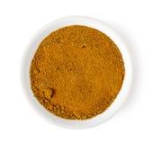 Cuenco de polvo de curry aislado en la visión blanca, superior fotografía de archivo libre de regalías